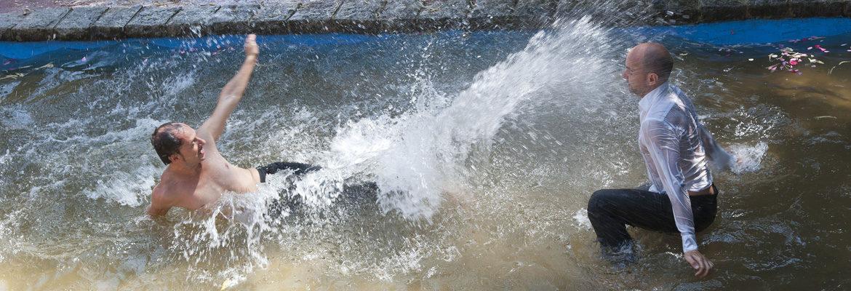Slider 2 Männer im Wasser