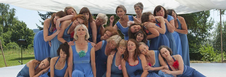 In-Zeit-Sprung 3 blaue Kleider